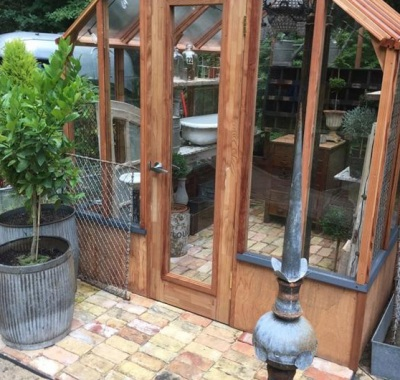 """""""She-Shed"""" greenhouse with customer supplied decor"""